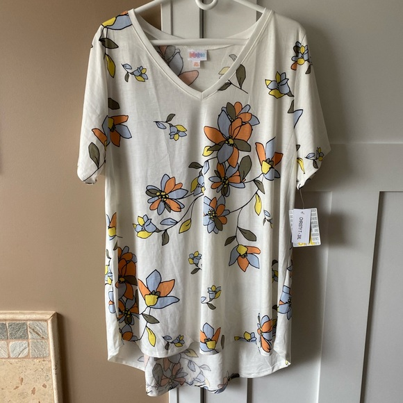 LuLaRoe Tops - LulaRoe 3XL Christy T White Floral